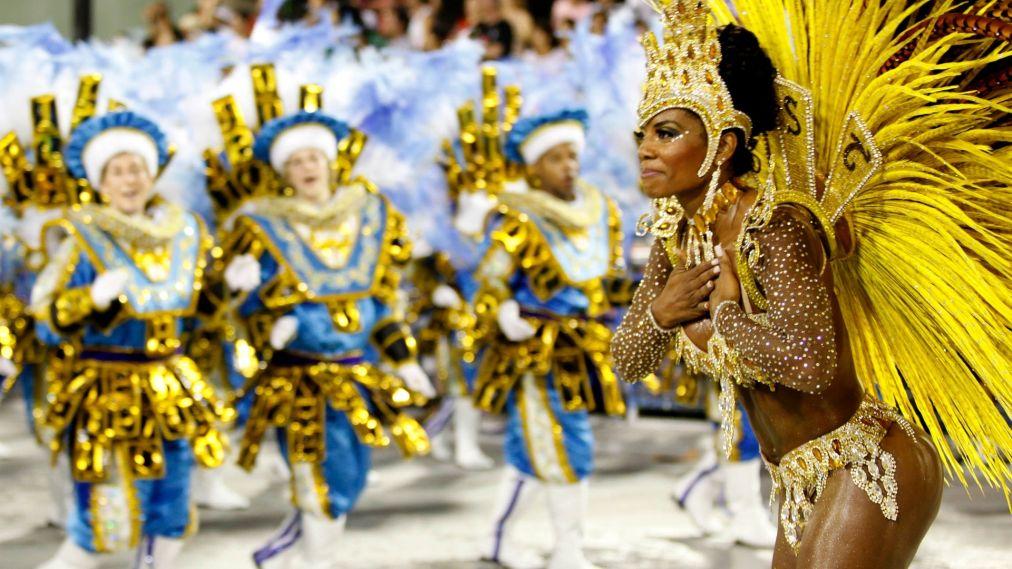 Карнавал в Рио-де-Жанейро http://travelcalendar.ru/wp-content/uploads/2015/08/Karnaval-v-Rio-de-ZHanejro_glav6.jpg