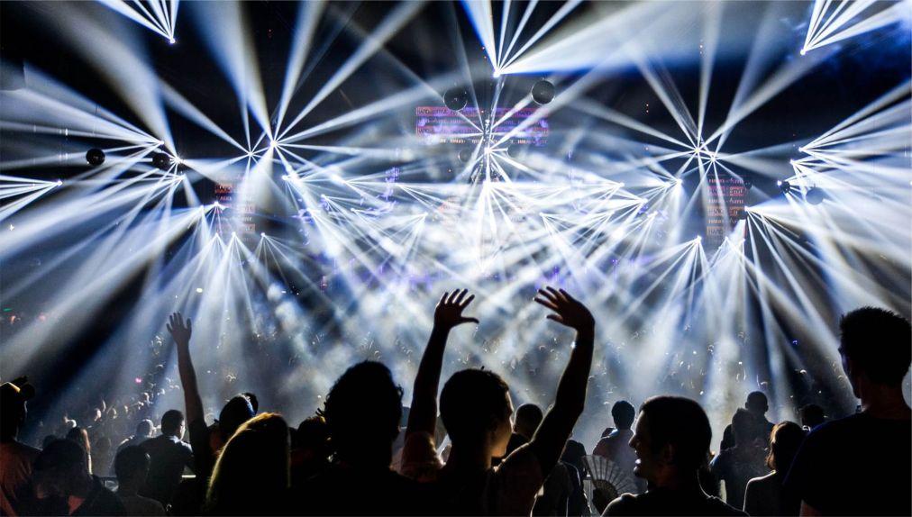Международный фестиваль клубной музыки Amsterdam Dance Event http://travelcalendar.ru/wp-content/uploads/2015/08/Mezhdunarodnyj-festival-klubnoj-muzyki-Amsterdam-Dance-Event_glav1.jpg