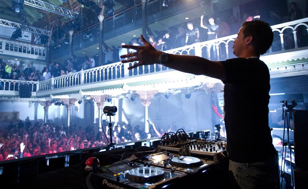 Международный фестиваль клубной музыки Amsterdam Dance Event http://travelcalendar.ru/wp-content/uploads/2015/08/Mezhdunarodnyj-festival-klubnoj-muzyki-Amsterdam-Dance-Event_glav2.jpg