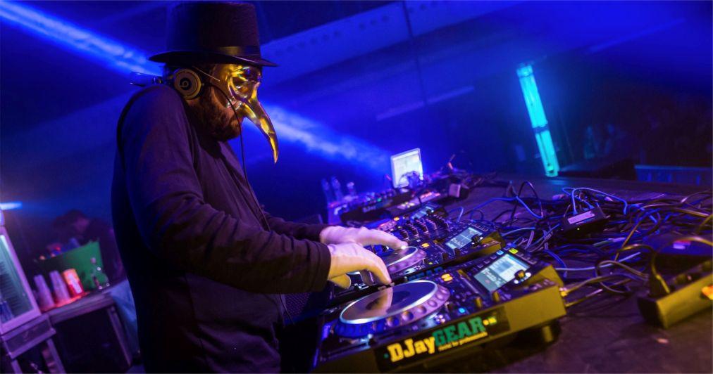 Международный фестиваль клубной музыки Amsterdam Dance Event http://travelcalendar.ru/wp-content/uploads/2015/08/Mezhdunarodnyj-festival-klubnoj-muzyki-Amsterdam-Dance-Event_glav3.jpg