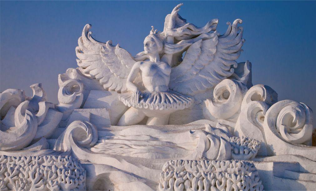 Международный фестиваль ледяных и снежных скульптур в Харбине http://travelcalendar.ru/wp-content/uploads/2015/08/Mezhdunarodnyj-festival-ledyanyh-skulptur-v-Harbine_glav1.jpg