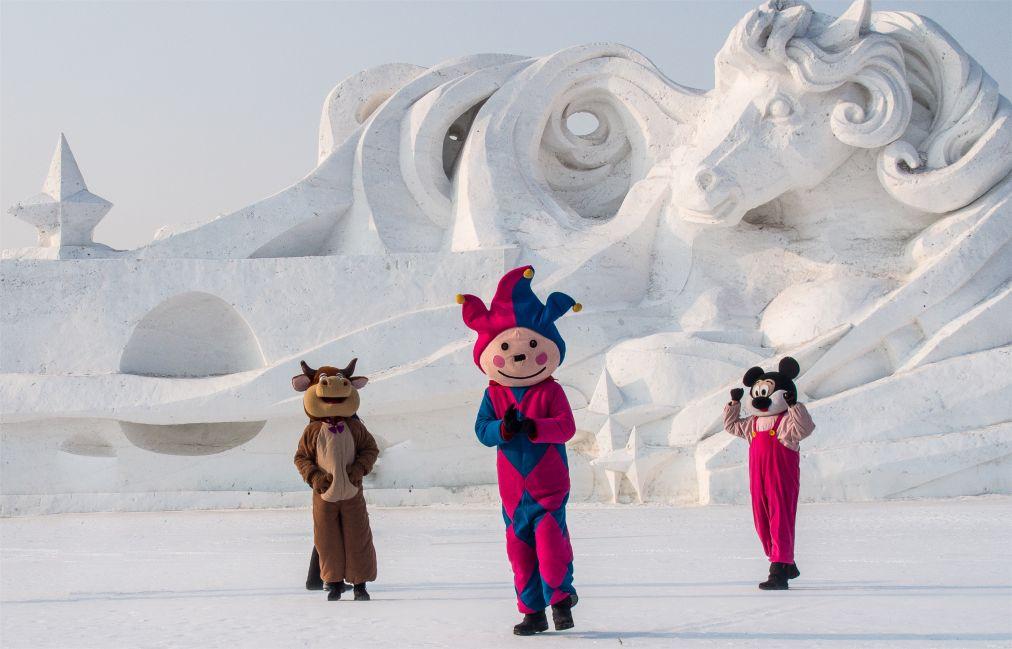 Международный фестиваль ледяных и снежных скульптур в Харбине http://travelcalendar.ru/wp-content/uploads/2015/08/Mezhdunarodnyj-festival-ledyanyh-skulptur-v-Harbine_glav2.jpg
