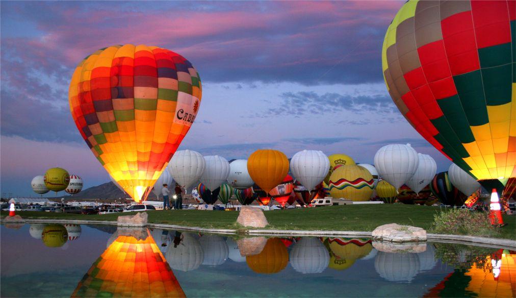 Международный фестиваль воздушных шаров в Альбукерке http://travelcalendar.ru/wp-content/uploads/2015/08/Mezhdunarodnyj-festival-vozdushnyh-sharov-v-Albukerke_glav2.jpg