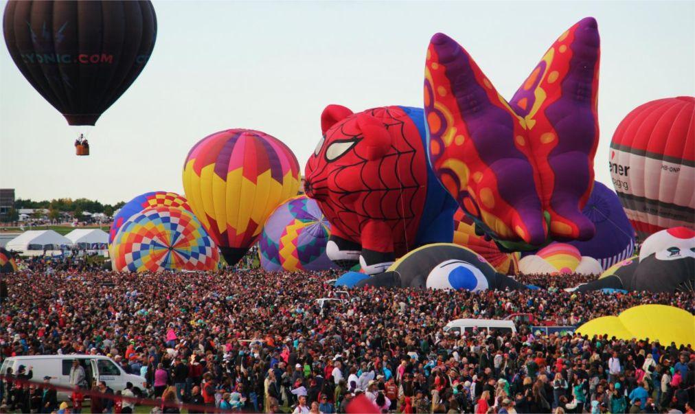 Международный фестиваль воздушных шаров в Альбукерке http://travelcalendar.ru/wp-content/uploads/2015/08/Mezhdunarodnyj-festival-vozdushnyh-sharov-v-Albukerke_glav4.jpg