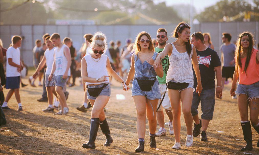 Музыкальные фестивали «Рединг» и «Лидс» в Англии http://travelcalendar.ru/wp-content/uploads/2015/08/Muzykalnye-festivali-Reding-i-Lids-v-Anglii_glav1.jpg