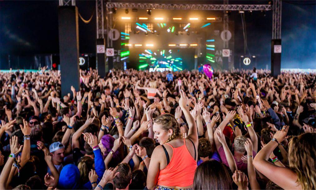 Музыкальные фестивали «Рединг» и «Лидс» в Англии http://travelcalendar.ru/wp-content/uploads/2015/08/Muzykalnye-festivali-Reding-i-Lids-v-Anglii_glav2.jpg