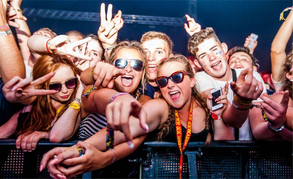 Музыкальные фестивали «Рединг» и «Лидс» в Англии http://travelcalendar.ru/wp-content/uploads/2015/08/Muzykalnye-festivali-Reding-i-Lids-v-Anglii_glav5.jpg