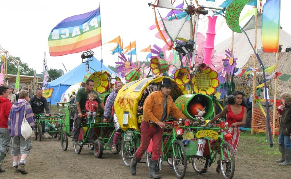 Музыкальный фестиваль «Гластонбери» в Сомерсетшире http://travelcalendar.ru/wp-content/uploads/2015/08/Muzykalnyj-festival-Glastonberi-v-Somersetshire_glav11.jpg