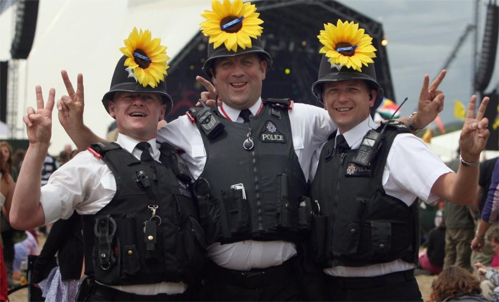 Музыкальный фестиваль «Гластонбери» в Сомерсетшире http://travelcalendar.ru/wp-content/uploads/2015/08/Muzykalnyj-festival-Glastonberi-v-Somersetshire_glavn1.jpg