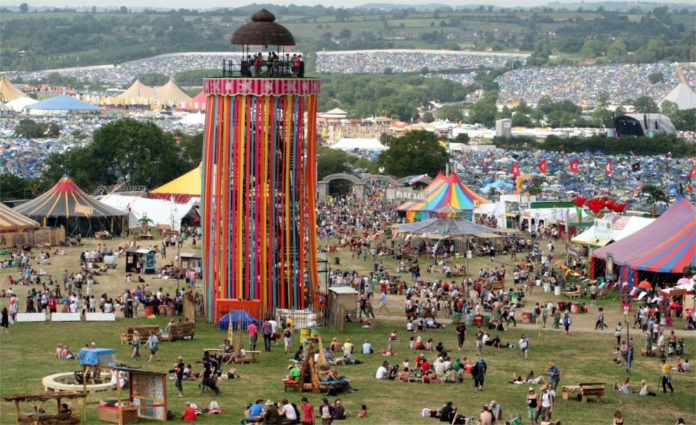 Музыкальный фестиваль «Гластонбери» в Сомерсетшире http://travelcalendar.ru/wp-content/uploads/2015/08/Muzykalnyj-festival-Glastonberi-v-Somersetshire_glavn6.jpg