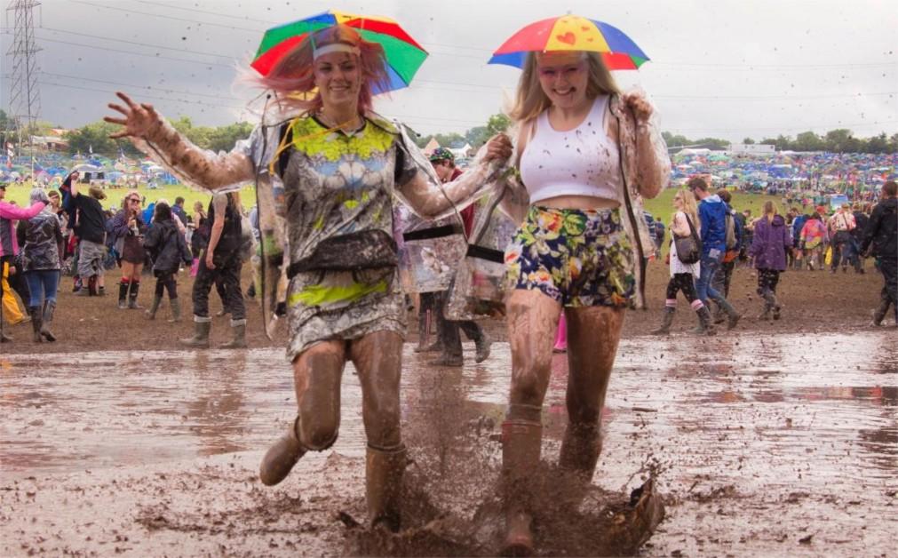 Музыкальный фестиваль «Гластонбери» в Сомерсетшире http://travelcalendar.ru/wp-content/uploads/2015/08/Muzykalnyj-festival-Glastonberi-v-Somersetshire_glavn7.jpg