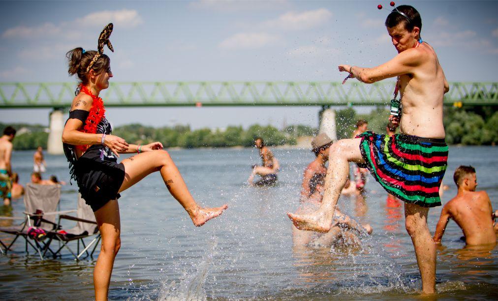 Музыкальный фестиваль Sziget в Будапеште http://travelcalendar.ru/wp-content/uploads/2015/08/Muzykalnyj-festival-Sziget-v-Budapeshte_glav8.jpg