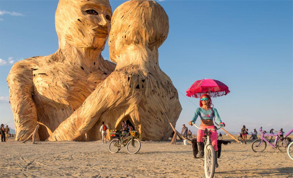 Фестиваль Burning Man в Неваде http://travelcalendar.ru/wp-content/uploads/2015/08/Muzykalnyj-festival-Zelenyj-chelovek-v-Uelse_glav5.jpg