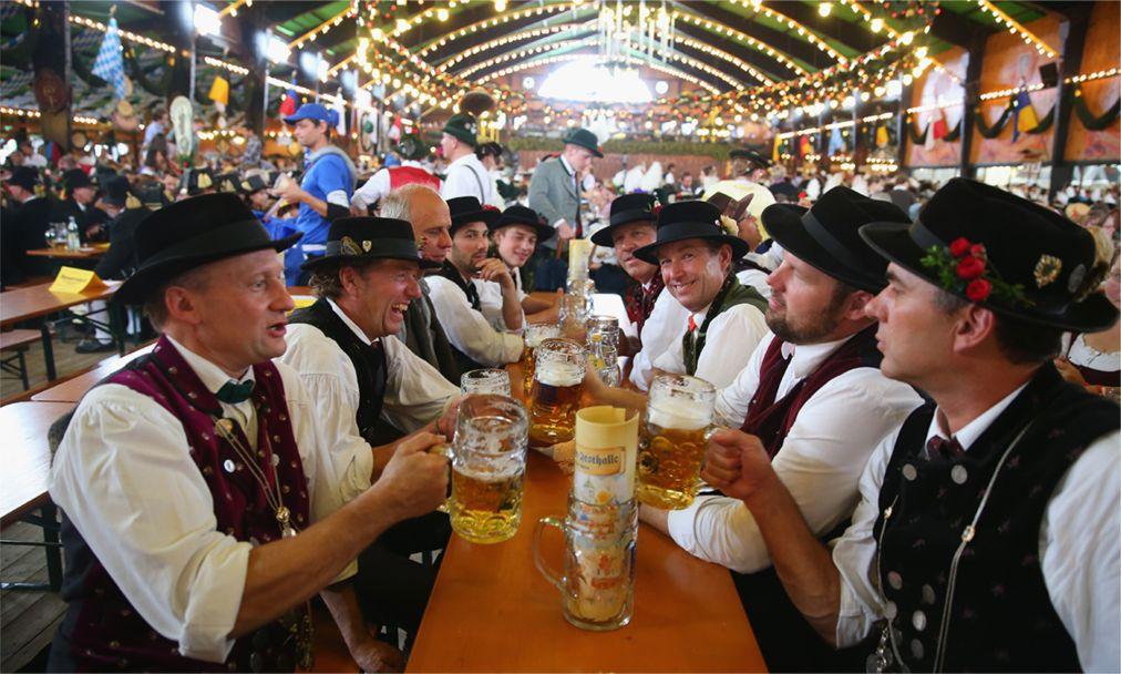 Октоберфест в Мюнхене http://travelcalendar.ru/wp-content/uploads/2015/08/Oktoberfest-v-Myunhene_glav1-1.jpg