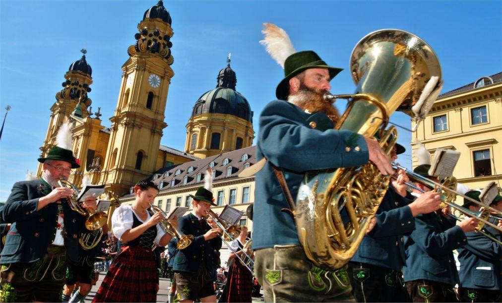 Октоберфест в Мюнхене http://travelcalendar.ru/wp-content/uploads/2015/08/Oktoberfest-v-Myunhene_glav3-1.jpg