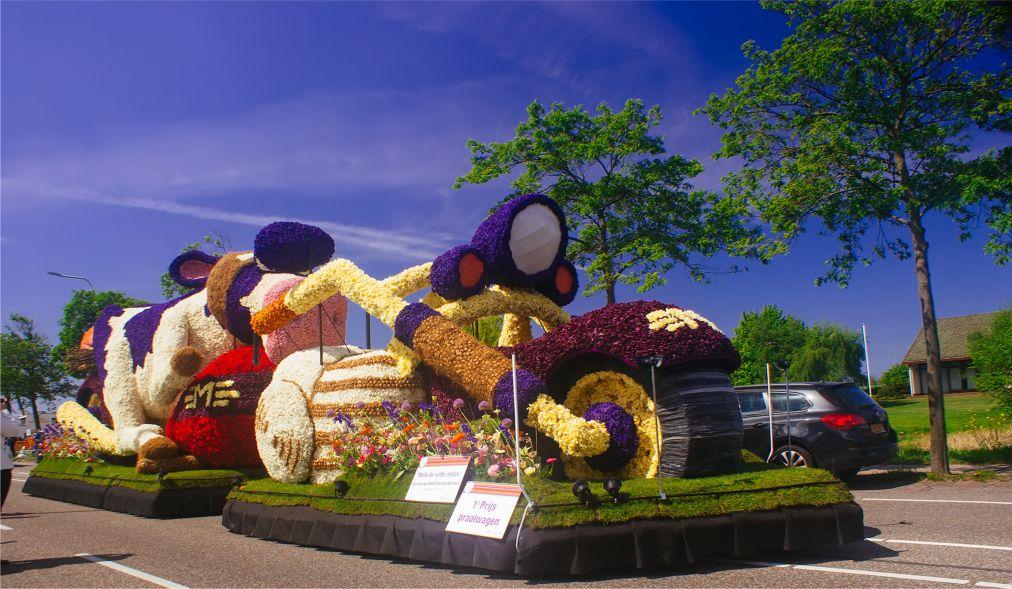 Парад цветов Bollenstreek в Нидерландах http://travelcalendar.ru/wp-content/uploads/2015/08/PARAD-TSVETOV-V-NIDERLANDAH_glav2.jpg