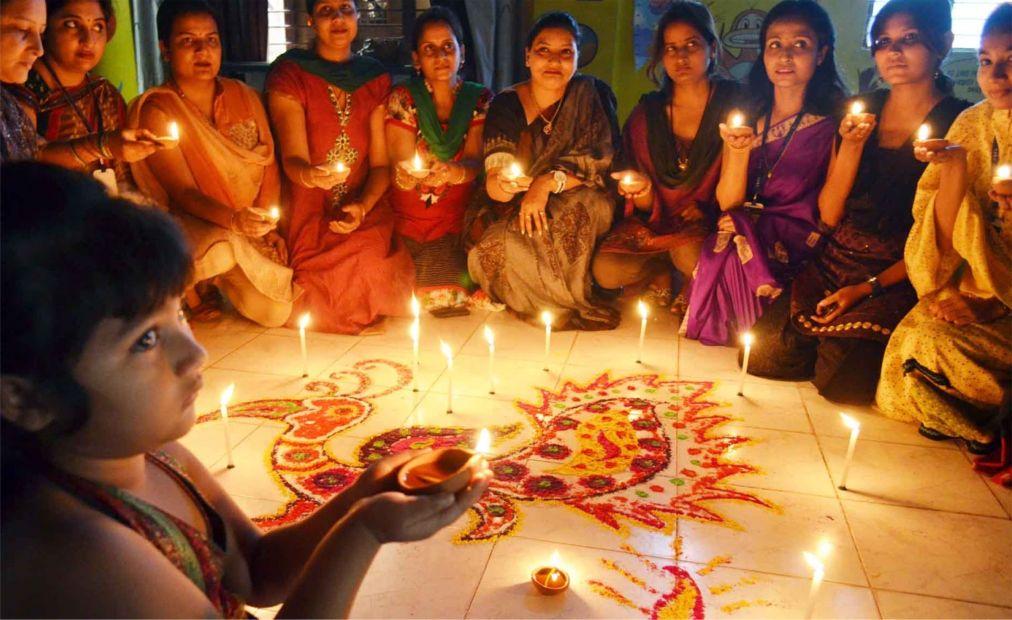 Праздник Дивали в Индии http://travelcalendar.ru/wp-content/uploads/2015/08/Prazdnik-Divali-v-Indii_glav1.jpg