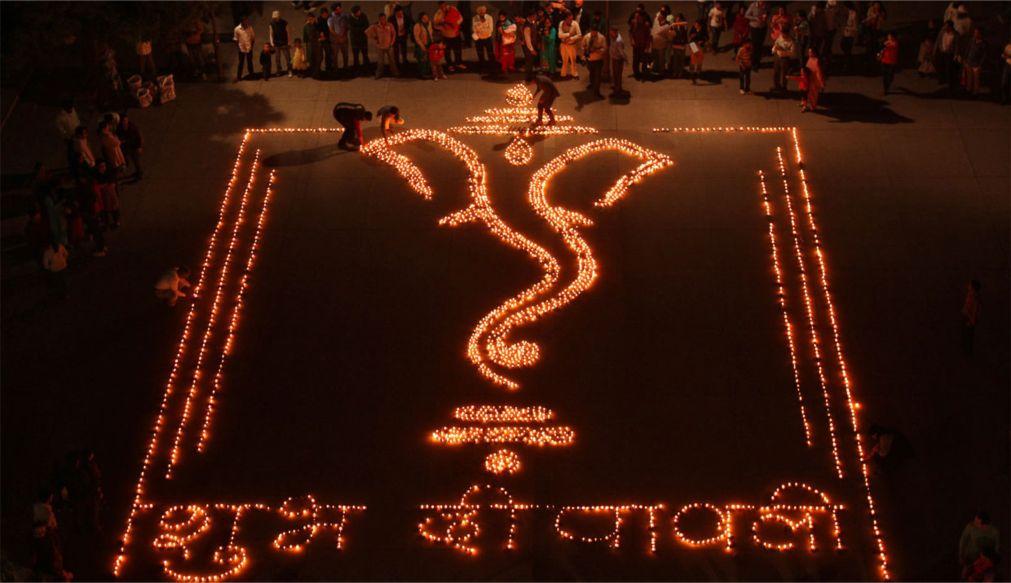 Праздник Дивали в Индии http://travelcalendar.ru/wp-content/uploads/2015/08/Prazdnik-Divali-v-Indii_glav2.jpg