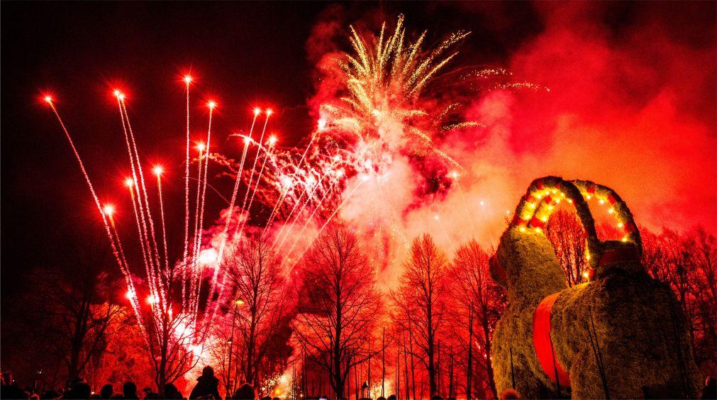 Ритуал сожжения «рождественского козла» в Евле http://travelcalendar.ru/wp-content/uploads/2015/08/Ritual-sozhzheniya-rozhdestvenskogo-kozla-v-Evle_glav2.jpg