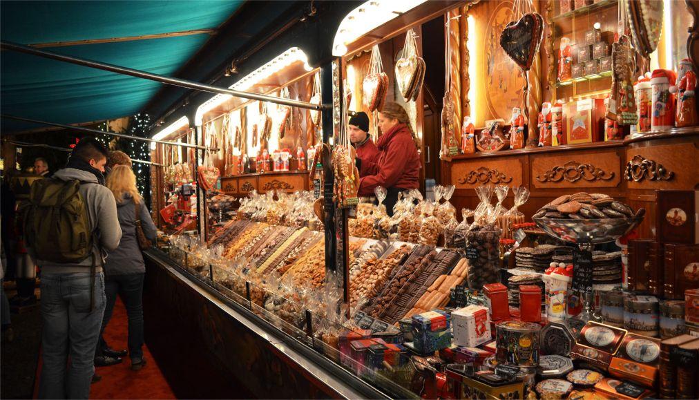 Рождественская ярмарка в Гамбурге http://travelcalendar.ru/wp-content/uploads/2015/08/Rozhdestvenskaya-yarmarka-v-Gamburge_glav2.jpg