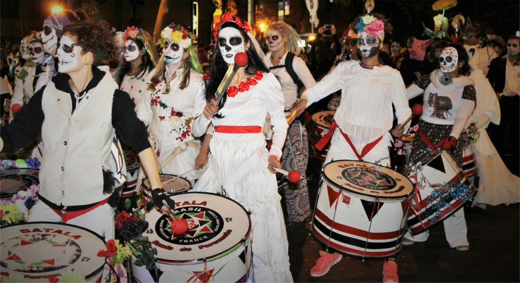 Вилладж Хэллоуин Парад в Нью-Йорке http://travelcalendar.ru/wp-content/uploads/2015/08/Villadzh-Hellouin-Parad-v-Nyu-Jorke_glav4.jpg