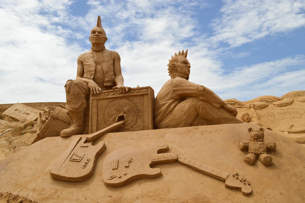 Международный фестиваль песчаных скульптур Fiesa в Алгарве http://travelcalendar.ru/wp-content/uploads/2015/08/day-3.jpg