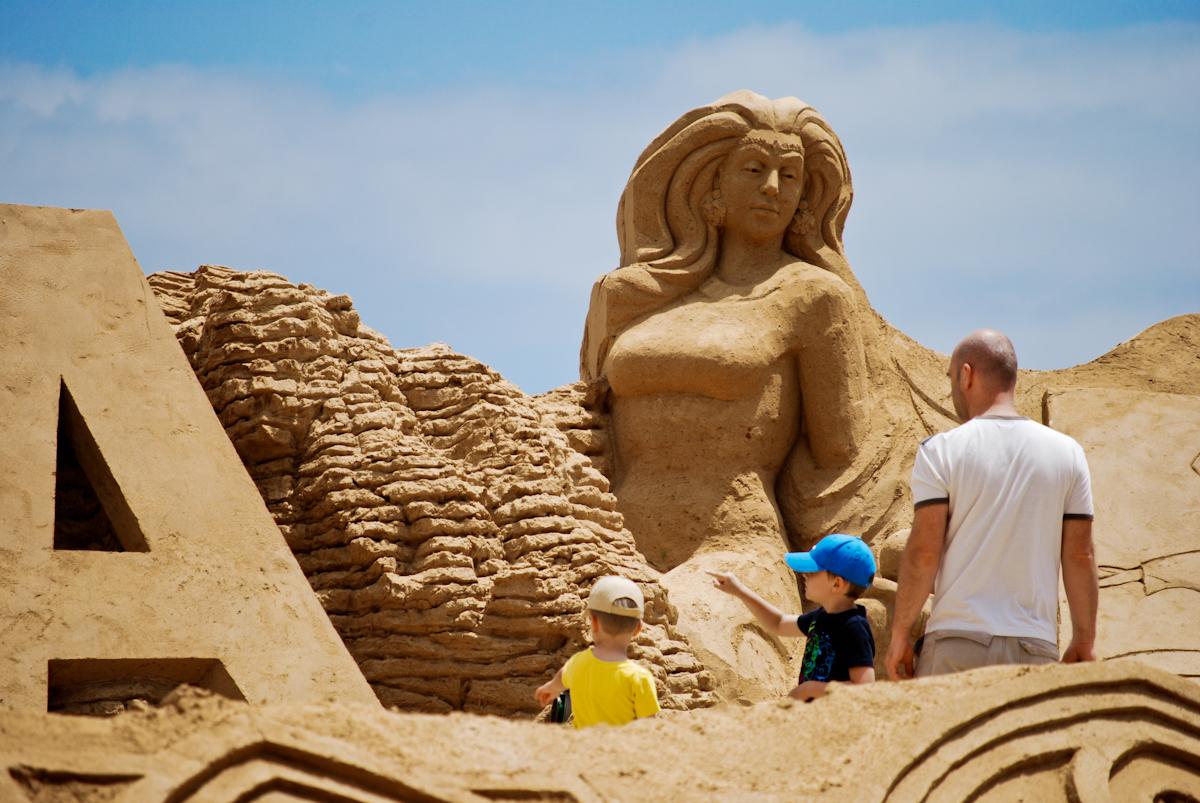 Международный фестиваль песчаных скульптур Fiesa в Алгарве http://travelcalendar.ru/wp-content/uploads/2015/08/day-6.jpg