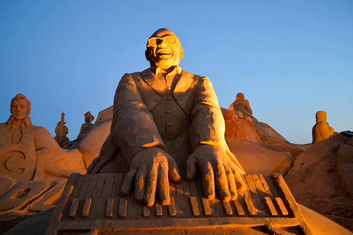 Международный фестиваль песчаных скульптур Fiesa в Алгарве http://travelcalendar.ru/wp-content/uploads/2015/08/night_039.jpg