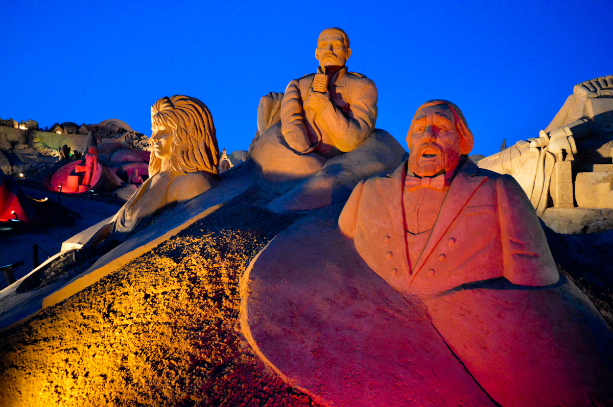 Международный фестиваль песчаных скульптур Fiesa в Алгарве http://travelcalendar.ru/wp-content/uploads/2015/08/night_040.jpg