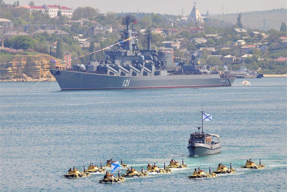 День Военно-Морского Флота в Севастополе http://travelcalendar.ru/wp-content/uploads/2015/09/Den-Voenno-Morskogo-Flota-v-Sevastopole_glav2.jpg