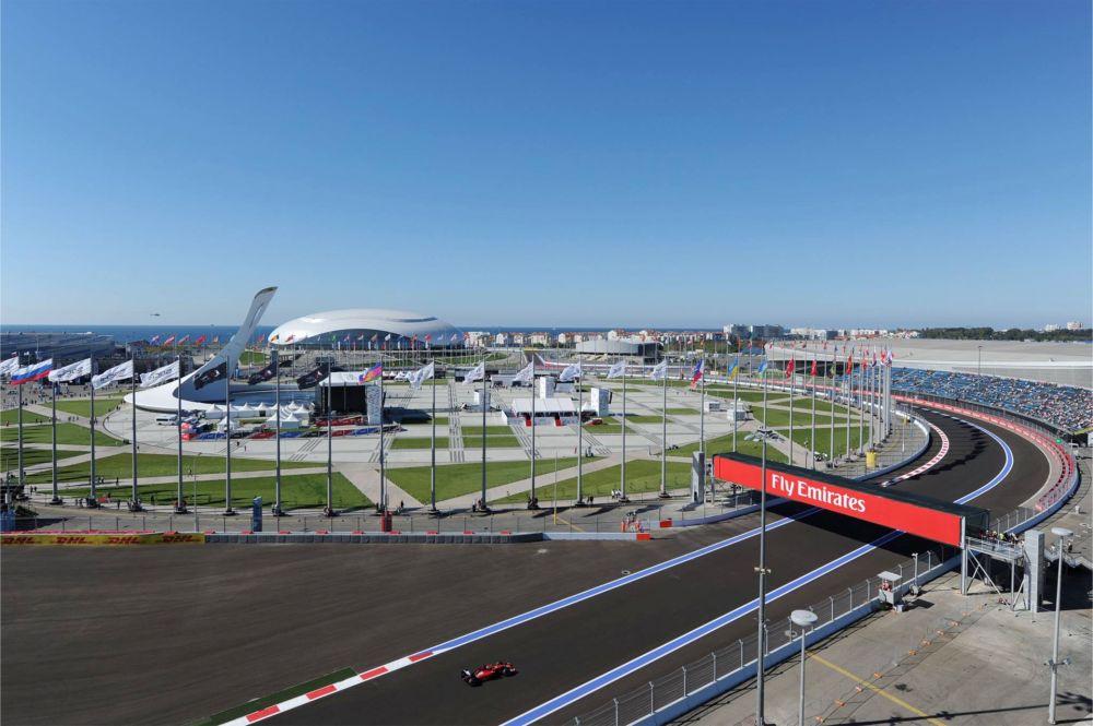 Гонка «Гран-При России» в Сочи http://travelcalendar.ru/wp-content/uploads/2015/09/Etap-Gran-Pri-Formula-1-v-Sochi_glav1.1.jpg