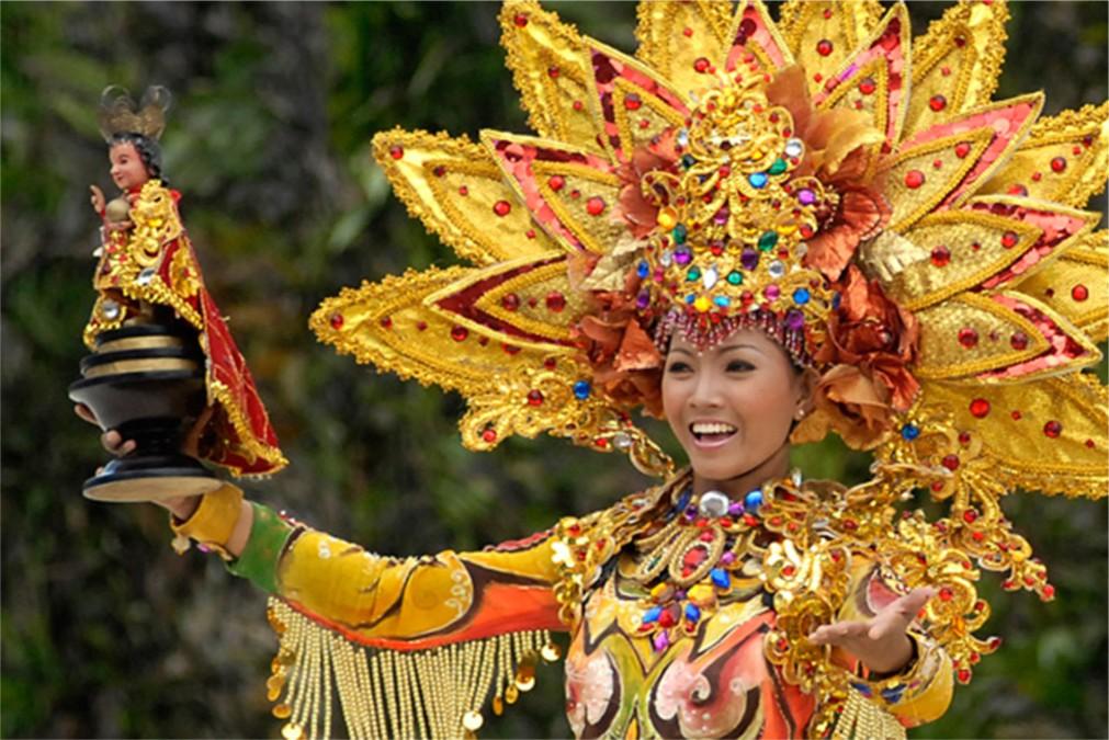 Фестиваль Синулог в Себу http://travelcalendar.ru/wp-content/uploads/2015/09/Festival-Sinulog-v-Sebu_glav2.jpg