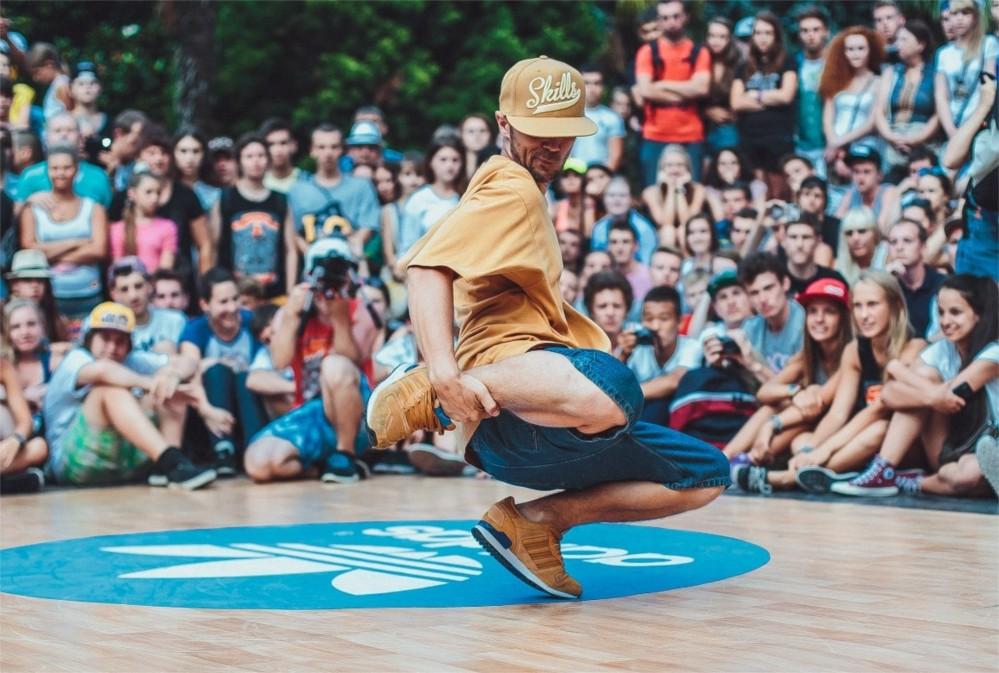 Фестиваль уличных танцев Yalta Summer Jam http://travelcalendar.ru/wp-content/uploads/2015/09/Festival-brejk-dansa-Yalta-Summer-Jam_glav2.jpg