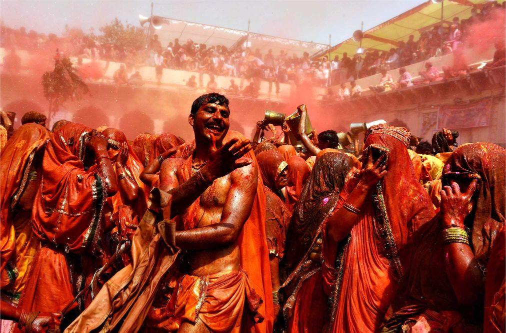 Фестиваль красок Холи в Индии http://travelcalendar.ru/wp-content/uploads/2015/09/Festival-krasok-Holi-v-Indii_glav2.jpg