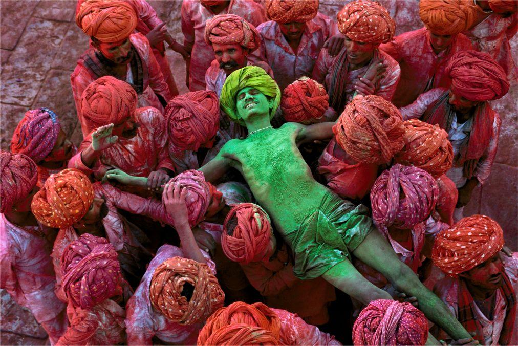 Фестиваль красок Холи в Индии http://travelcalendar.ru/wp-content/uploads/2015/09/Festival-krasok-Holi-v-Indii_glav3.jpg