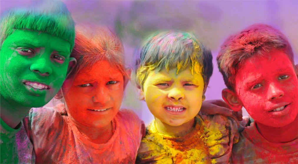 Фестиваль красок Холи в Индии http://travelcalendar.ru/wp-content/uploads/2015/09/Festival-krasok-Holi-v-Indii_glav7.jpg