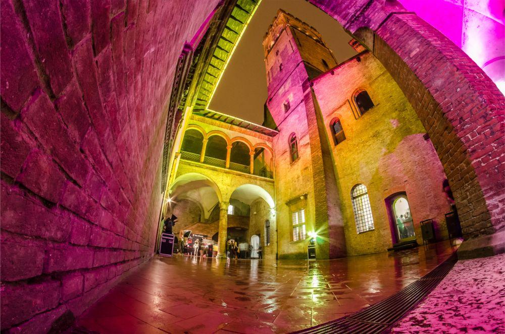 Фестиваль современного искусства RoBOt в Болонье http://travelcalendar.ru/wp-content/uploads/2015/09/Festival-sovremennogo-iskusstva-RoBOt-v-Bolone_vnut.jpg