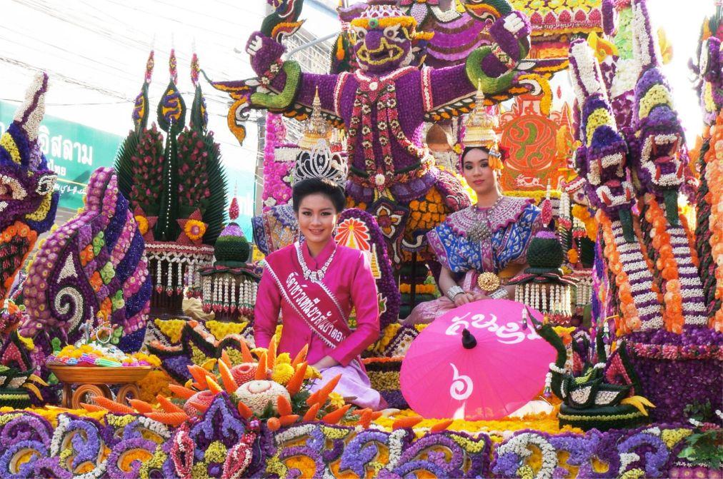 Фестиваль цветов в Чианг Май http://travelcalendar.ru/wp-content/uploads/2015/09/Festival-tsvetov-v-CHang-Mai_glav2.jpg