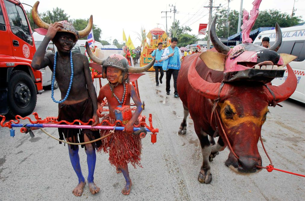 Гонки буйволов в Чонбури http://travelcalendar.ru/wp-content/uploads/2015/09/Gonki-bujvolov-v-CHonburi-_glav3.jpg
