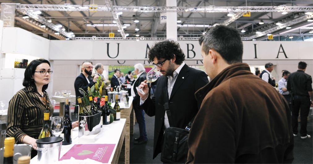 Международная выставка вина Vinitaly в Вероне http://travelcalendar.ru/wp-content/uploads/2015/09/Mezhdunarodnaya-vystavka-vina-Vinitaly-v-Verone_glav1.jpg