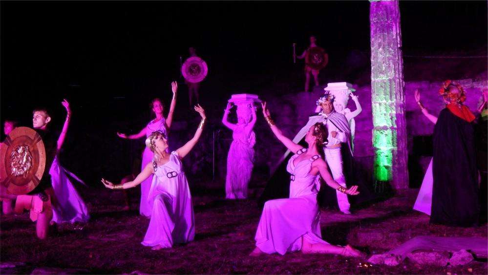 Международный фестиваль античного искусства «Боспорские агоны» в Керчи http://travelcalendar.ru/wp-content/uploads/2015/09/Mezhdunarodnyj-festival-antichnogo-iskusstva-Bosporskie-agony-v-Kerchi_glav2.jpg