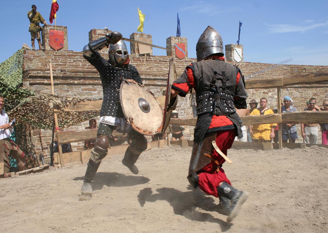 Международный рыцарский фестиваль «Генуэзский шлем» в Судаке http://travelcalendar.ru/wp-content/uploads/2015/09/Mezhdunarodnyj-rytsarskij-festival-Genuezskij-shlem-14.jpg