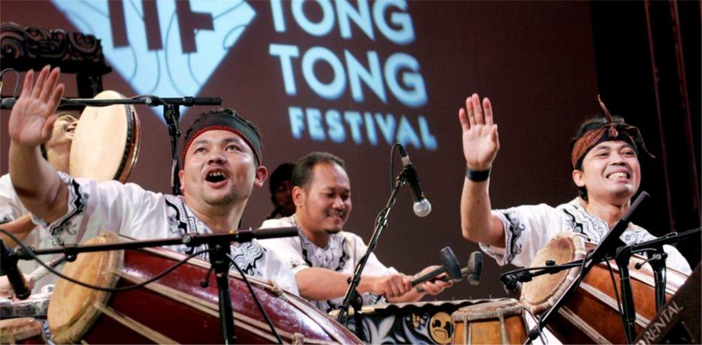 Мультикультурный фестиваль Тонг-Тонг в Гааге http://travelcalendar.ru/wp-content/uploads/2015/09/Multikulturnyj-festival-Tong-Tong-v-Gaage_glav3.jpg
