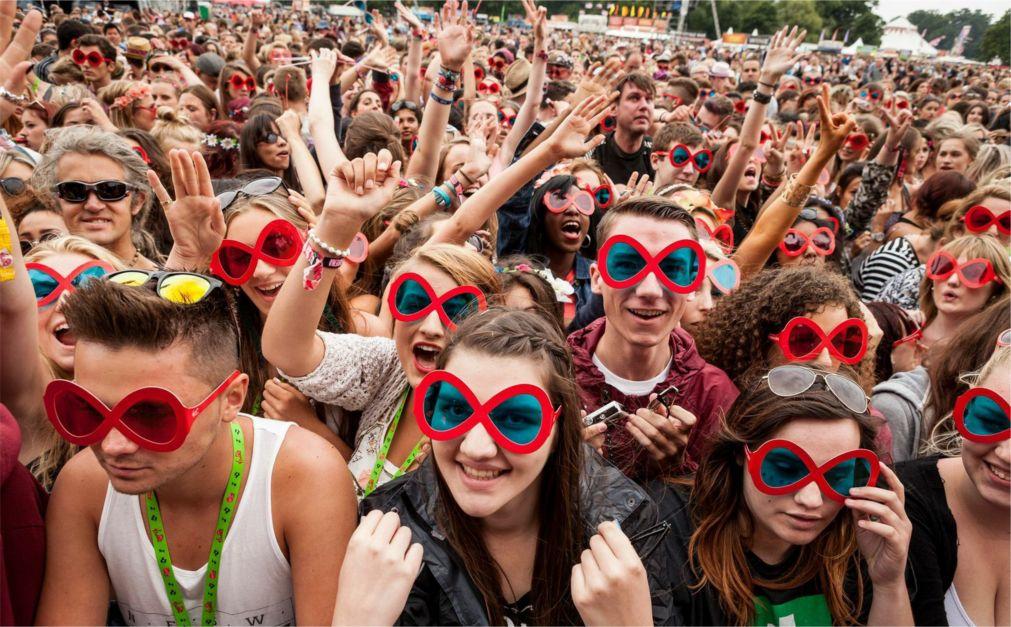 Музыкальный фестиваль Virgin в Англии http://travelcalendar.ru/wp-content/uploads/2015/09/Muzykalnyj-festival-Virgin-v-Anglii_glav2.jpg
