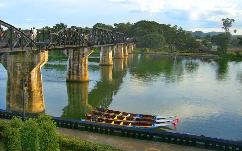 Неделя Моста через реку Квай в Канчанабури http://travelcalendar.ru/wp-content/uploads/2015/09/Nedelya-Mosta-cherez-reku-Kvaj-v-Kanchanaburi_glav1.jpg