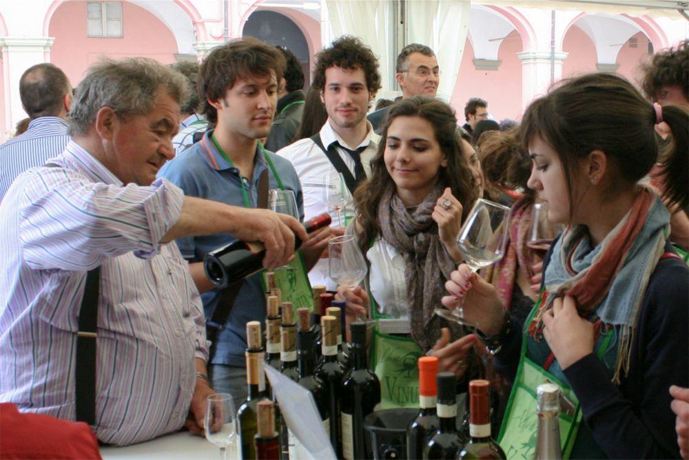Винный фестиваль Vinum в Альбе http://travelcalendar.ru/wp-content/uploads/2015/09/Vinnyj-festival-Vinum-v-Albe_glav2.jpg