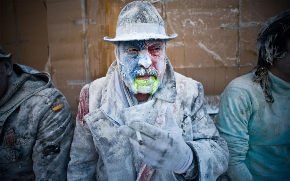 Битва яйцами и мукой в Иби http://travelcalendar.ru/wp-content/uploads/2015/10/Bitva-yajtsami-i-mukoj-v-Ibi_glav1.jpg