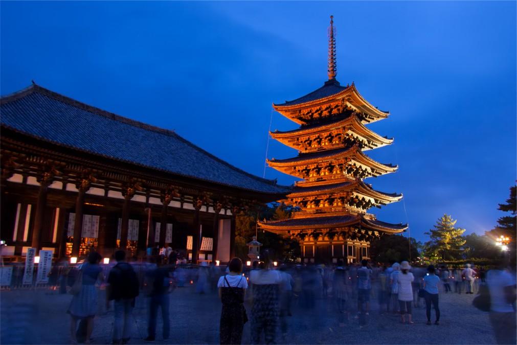 Фестиваль Вакакуса Ямаяки в Наре http://travelcalendar.ru/wp-content/uploads/2015/10/Festival-Vakakusa-YAmayaki-v-Nare_glav1.jpg