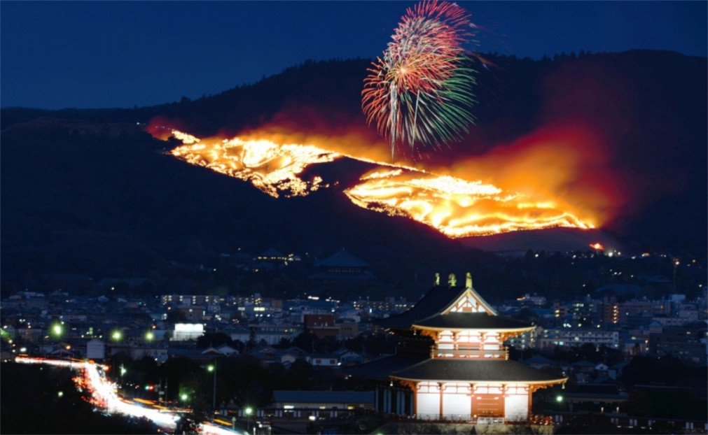 Фестиваль Вакакуса Ямаяки в Наре http://travelcalendar.ru/wp-content/uploads/2015/10/Festival-Vakakusa-YAmayaki-v-Nare_glav2.jpg