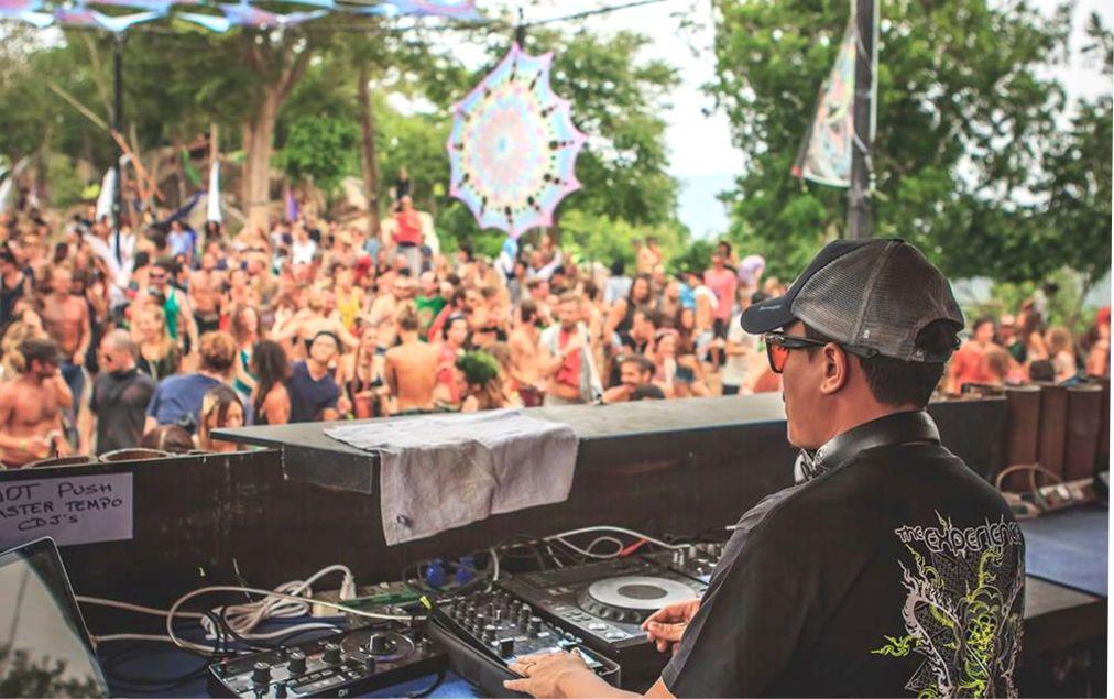 Фестиваль электронной музыки Experience на Ко Тао http://travelcalendar.ru/wp-content/uploads/2015/10/Festival-elektronnoj-muzyki-Experience-na-Ko-Tao_glav1.jpg